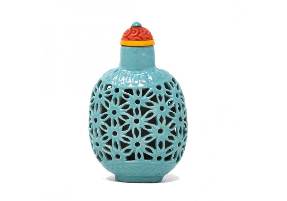 Antique Chinese Reticulated Porcelain Snuff Bottle