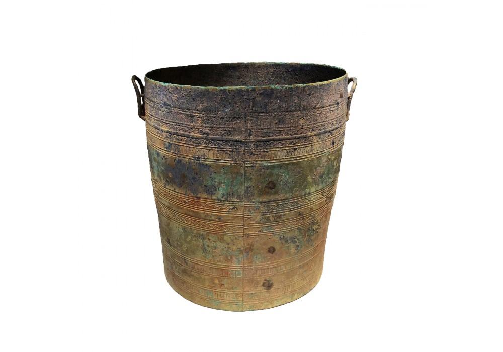 A Vietnamese bronze 'Thap' water vessel