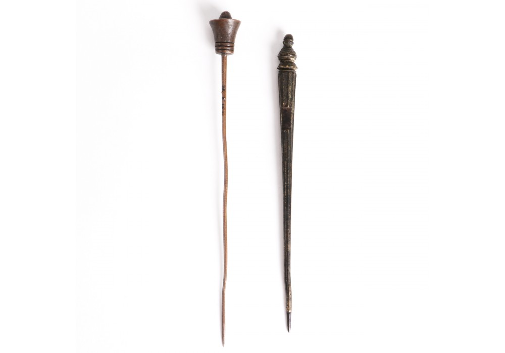 Lot of 2 hairpins