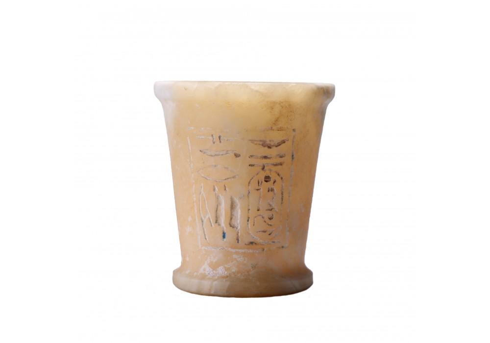 Vase à khôl en albâtre avec des inscriptions hiéroglyphiques
