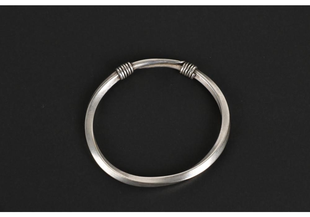 Twisted silver bracelet, spiral clasp