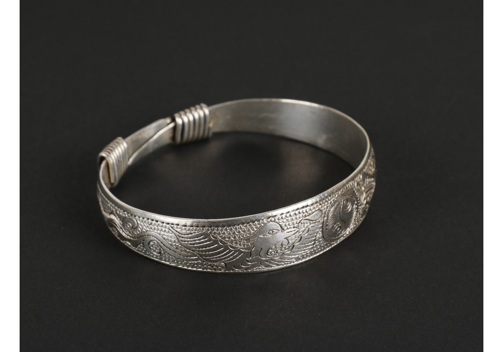 Silver bracelet engraved with floral motifs and Yin/Yang sign