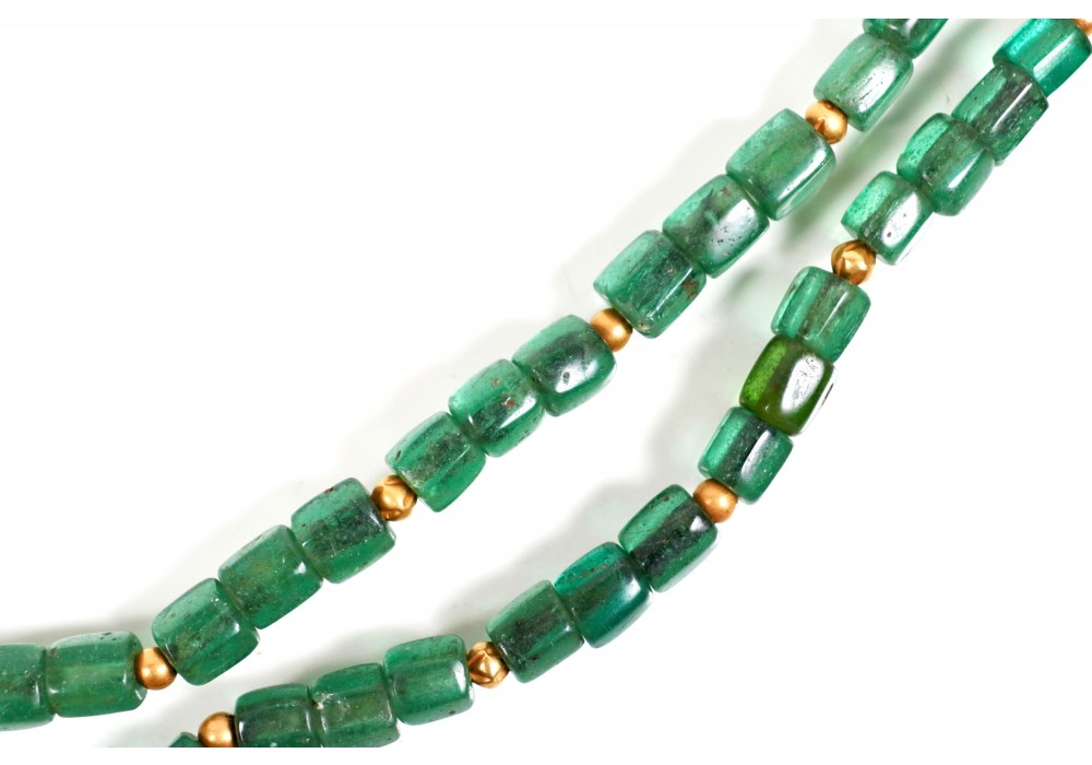 Javanese necklace in transparent green glass beads