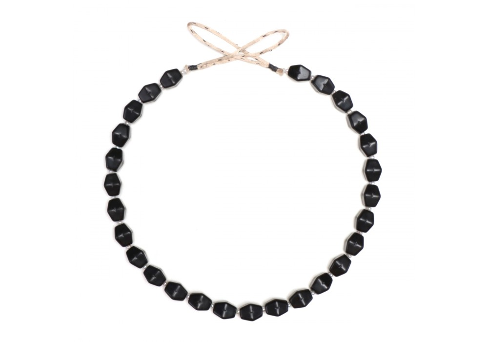 Necklace in opaque black glass Beads