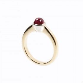 Yellow gold ring with a ruby