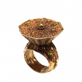 Gold Ring fashioned with filigree