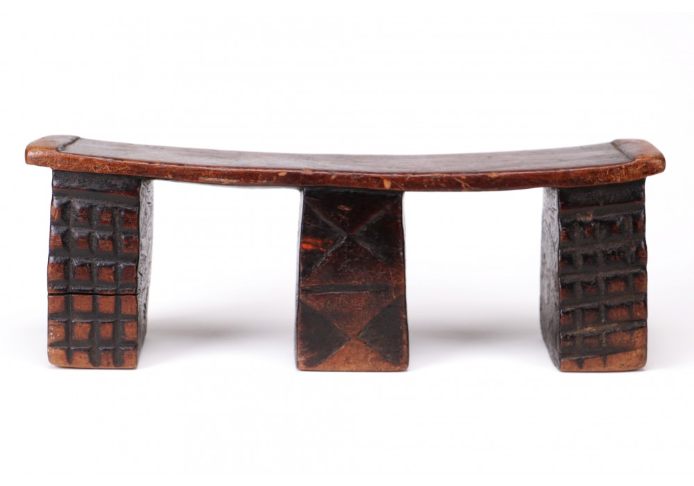 Zulu neckrest with 3 feet decorated with geometric designs