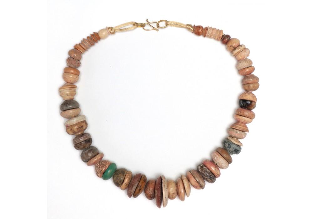 Collier de perles fusaïoles en os, Iran, 15e- 17e s.