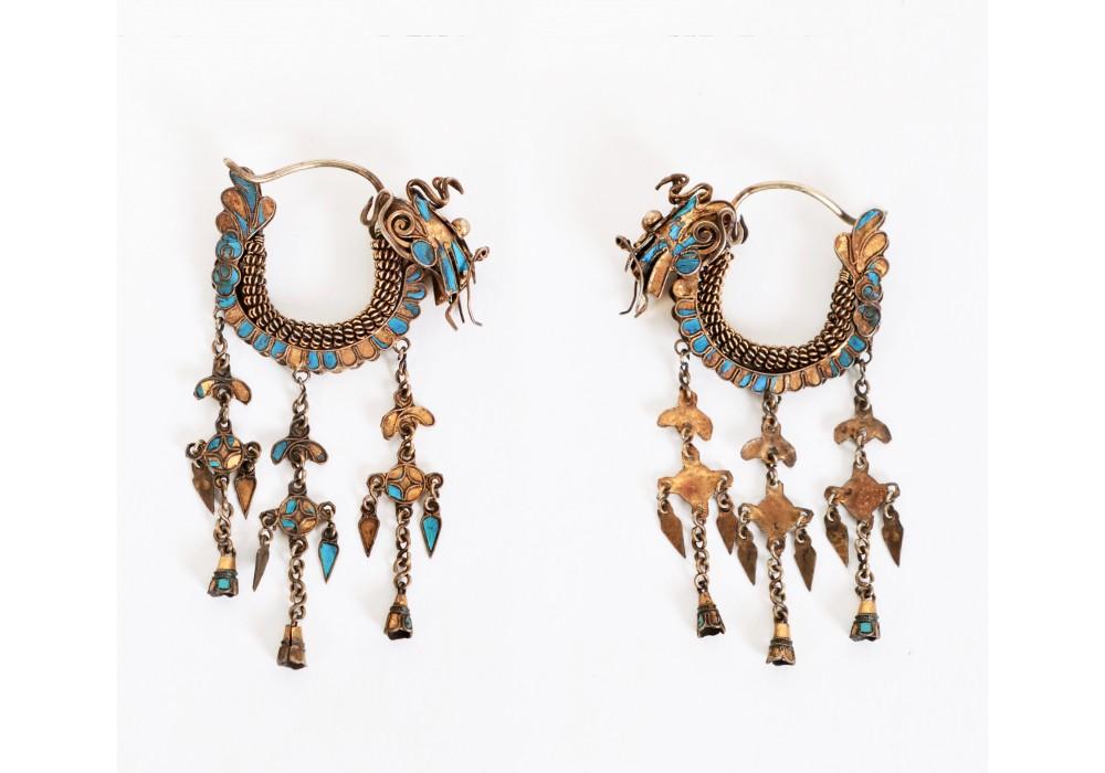 Paire de boucles d'oreilles chinoise en forme de dragon et plumes de martin-pêcheur