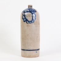 Cruche en grès avec décorations et initiales