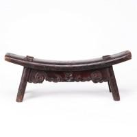 Appui-tête chinois en bois avec traces de laque