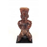 Statuette représentant un personnage assis les mains sur les hanches, Nayarit