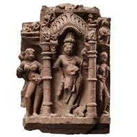 Relief d'un Shiva dansant en grès tacheté de rouge, nord de l'Inde