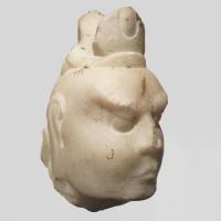 Tête en marbre d'une figure de gardien Dvarapala, dynastie Tang, 7e - 9e s.