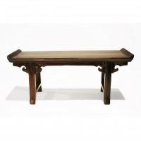 Modèle réduit d'une table autel en laque bordeaux, Chine, 19e s.