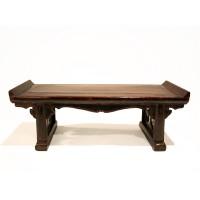 Modèle réduit d'une table autel avec laque bordeaux, Chine, 19e s.