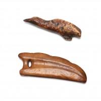 Lot de 2 objets Eskimo en ivoire de morse, mer de Béring