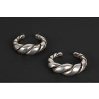 Lourde paire de bracelets en argent torsadé