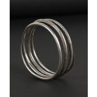 Bracelet en argent en forme de serpent gravé de motifs abstraits
