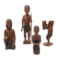 Ensemble de quatre statuettes aux « faux cils »