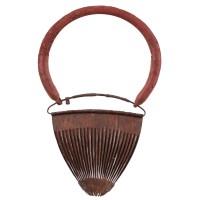 Cache-sexe / tablier de femme Kirdi en métal et coquillage, Cameroun, 19e - 20e s.