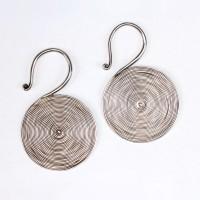 Paire de boucles d'oreilles spiral en argent, Chine, 20e s.