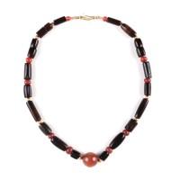 Collier chinois de perles d'agate noire, dynastie Ming (1368-1644)
