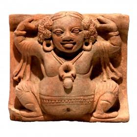 Carreau Gupta en terre cuite représentant une divinité mineure (Gandharva?)