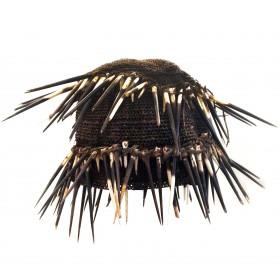 Coiffe du Cameroun en fibres et piquants de porc-épic